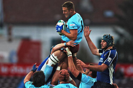 The lineout was keenly contested during the match between Leinster and Bourgoin